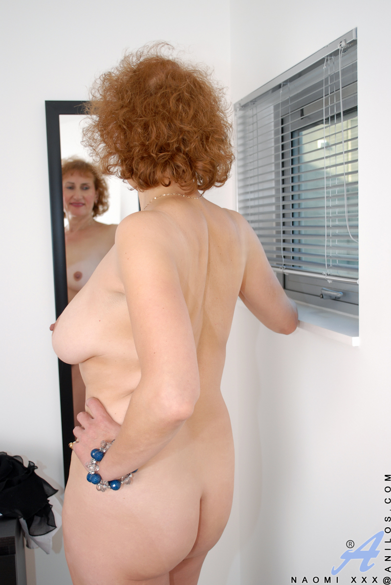 Big hanging mature tit