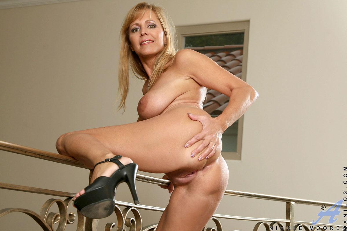 40 nude galleries mature