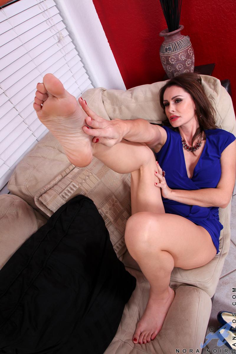 mature lesbian feet