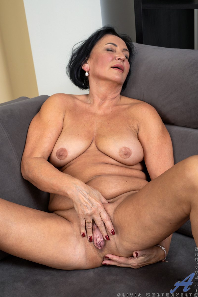 Once you lay eyes on Olivia Westervelt, you'll want to get a whole lot more physical than that. This grandmother is made for pleasure! She may be an amateur at porn, but what she lacks in industry experience is more than made up for with enthusiasm as she