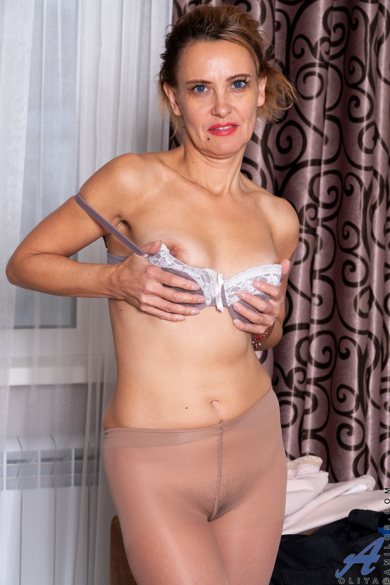 Getting herself off is the greatest joy in life for Oliya, a Russian mommy whose only aim is to peel off her miniskirt dress, her bra, and her pantyhose. Get ready for a fun ride as she grabs a dildo and puts it to work alongside her hands filling her hai