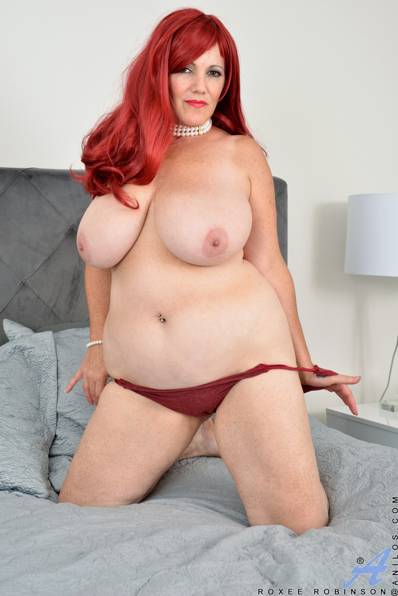 Just look at the way hot housewife Roxee Robinson fills out her dress. This voluptuous Canadian milf has tits for days and an ass that just won't quit. Watch this thick mommy put all her best attributes on display as she licks her own nipples and spreads