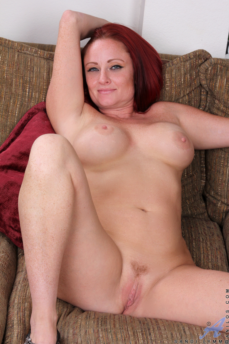 natural big breast housewife