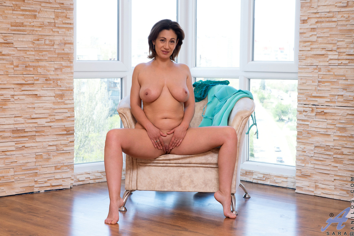 Hot mom Sara can't keep from feeling up her big boobs and full bottom. Peeling off her thong and bra, she explores the delights of her stunning body with her talented hands. This cum craving housewife isn't afraid of flying solo, so watch her work her mag