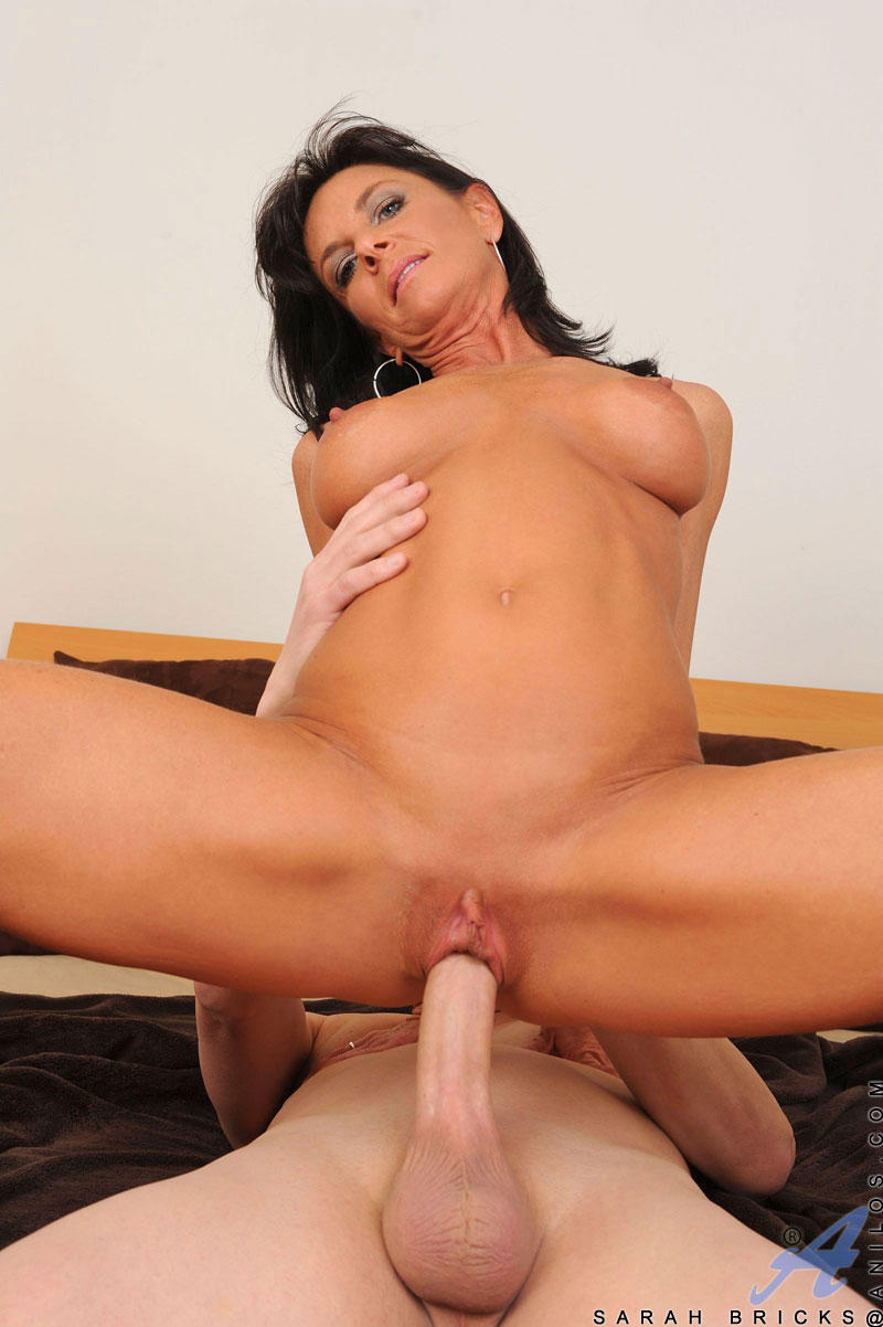 Long haired milf Sarah Bricks gets fucked in bed and craves for a hot cum load on her face and tongue