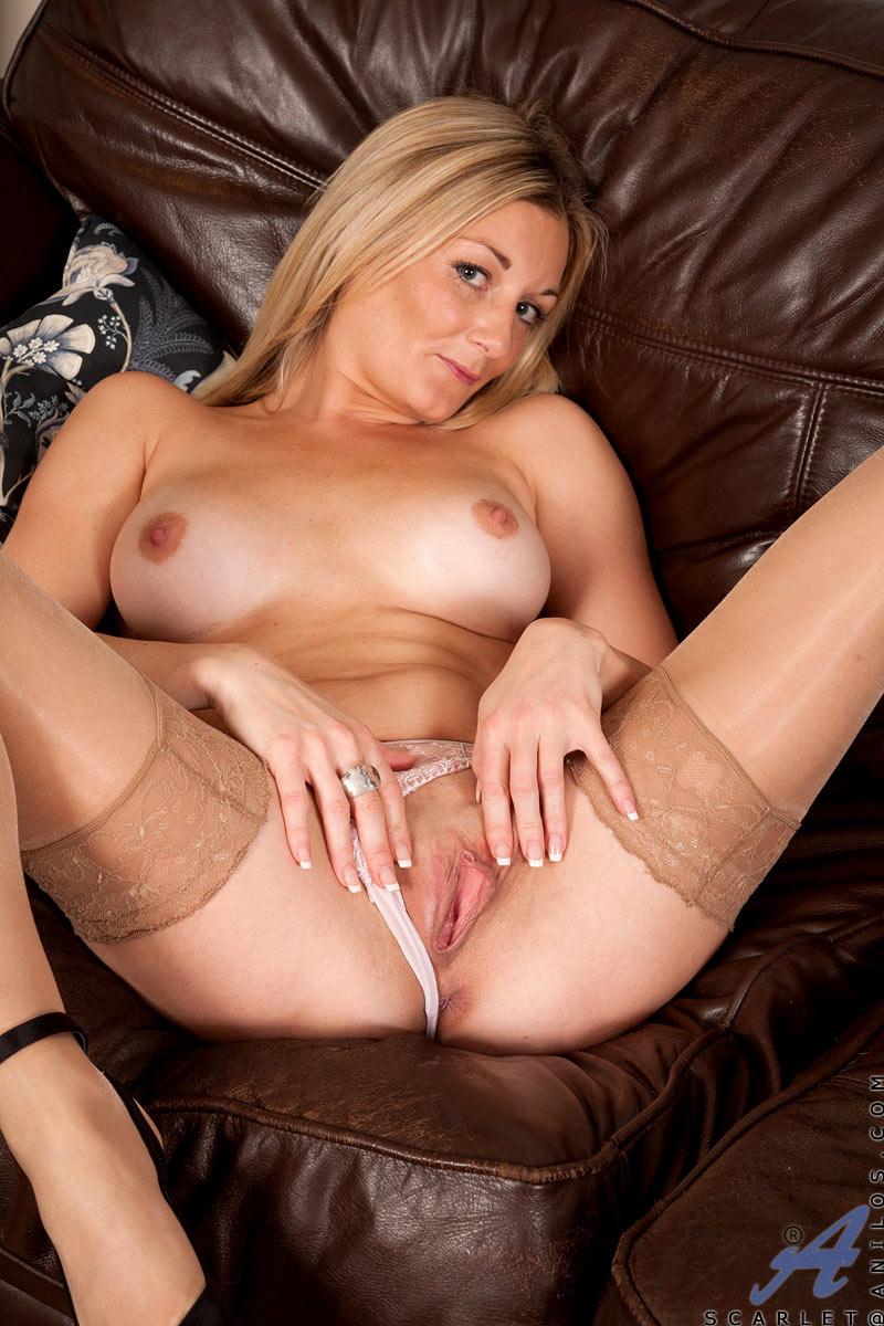 beyonce naked spread leg