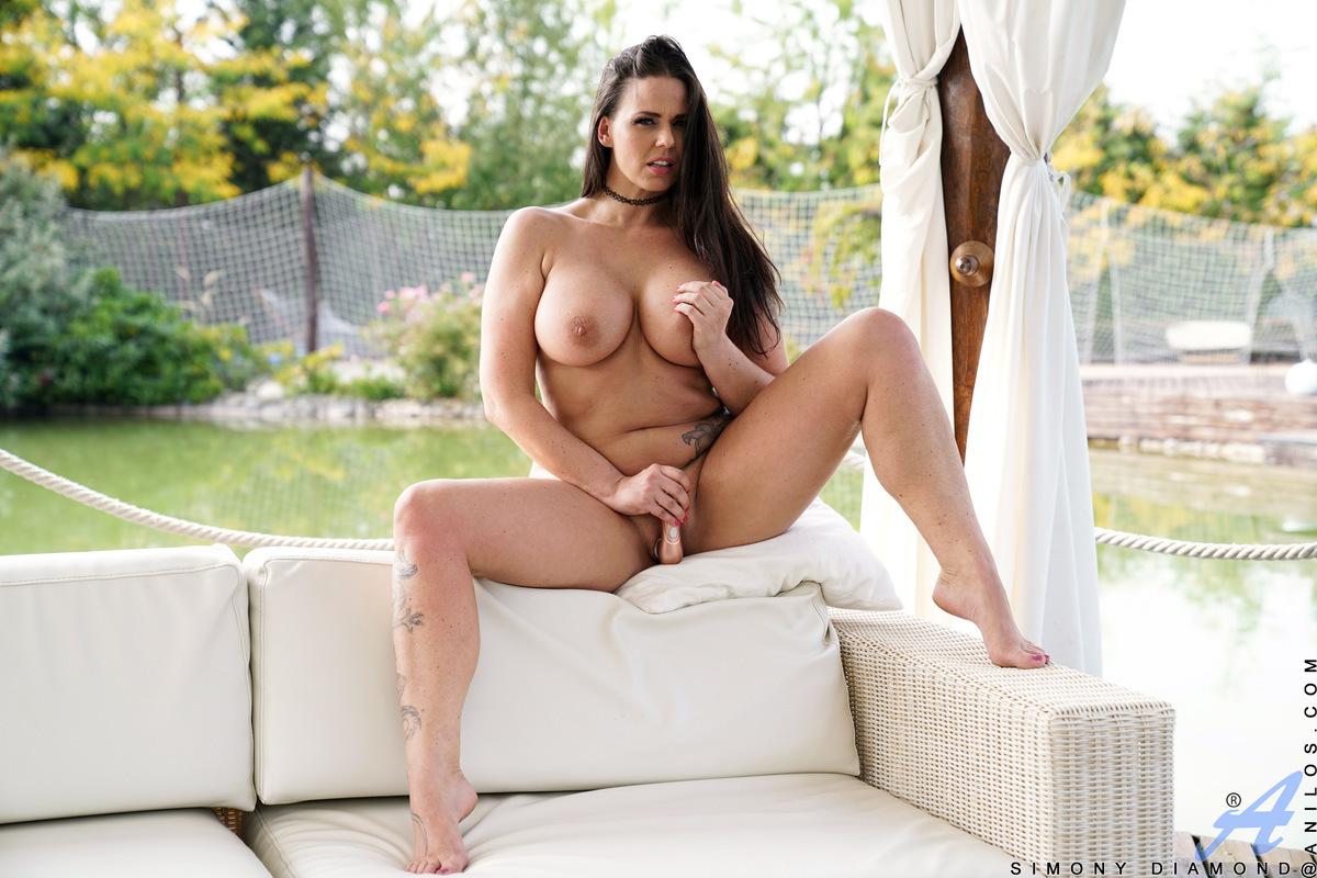 All natural housewife Simony Diamond is windblown and gorgeous as she plays with her big boobs outside! Popping her tits from her dress, she peels off her panties next. Watch as this sex kitten undresses and goes to work on her creamy cunt with a vibratin