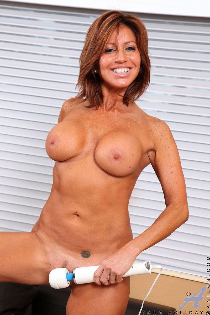 tara holiday nude pics