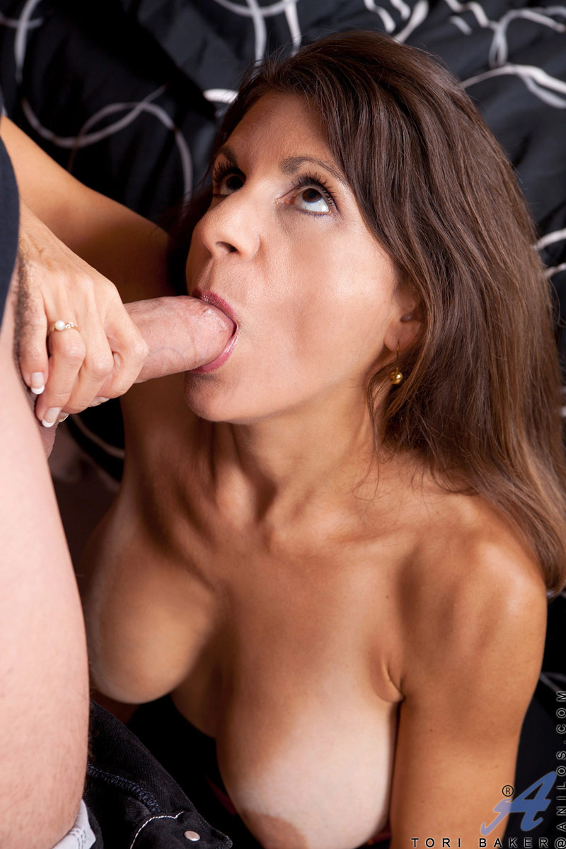 Cock hungry cougar takes a thick cock in her ass while her mature pussy gapes open for a great view of her squirting fuck juices
