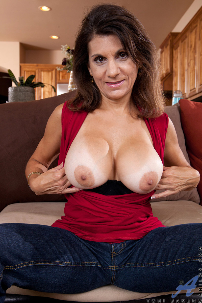 Big tittied milf Tori Baker teases her hairy twat with a vibrator