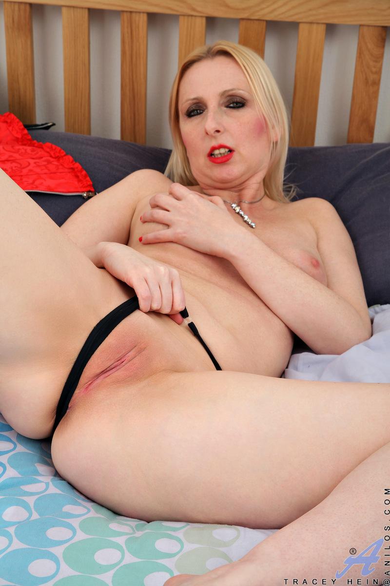 Anilos.com - Tracey Hein: Naughty Hottie