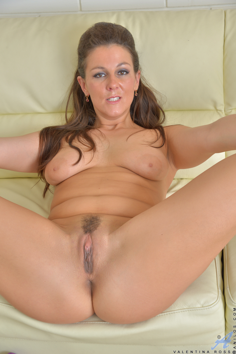 mom-naked-shaved-pussy-with-grid