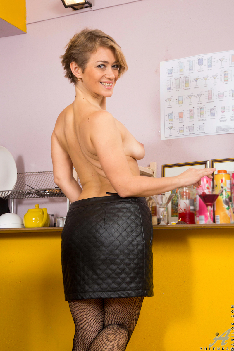 Whenever 39 year old Yulenka eats a cherry, she finds herself totally turned on. Fortunately, there's nothing keeping this juicy milf from peeling off her bra and miniskirt right in the kitchen so that she can rub cherries all over her rock hard nipples a