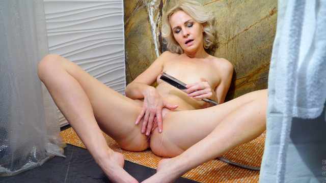Hot And Wet - Anilos.com