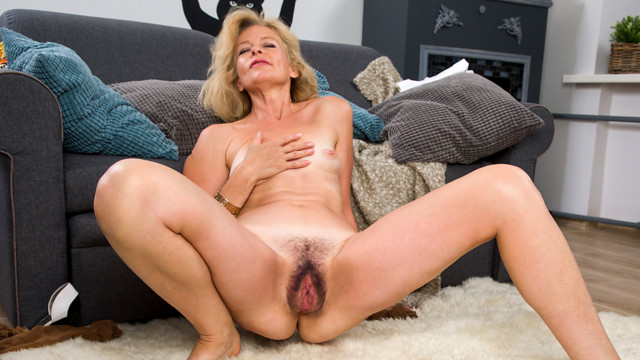Mature Beauty - Anilos.com