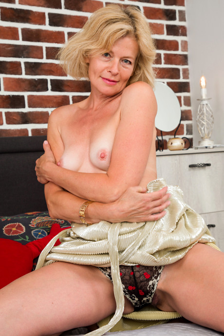 55 year old gilf webcamwho is she - 5 10