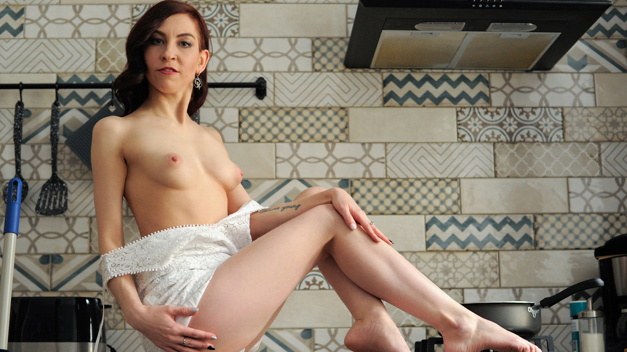 Anilos - Sexy Housewife