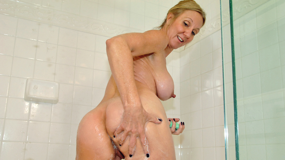 Wife huge tits and nipples in shower
