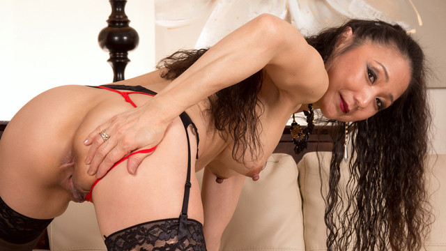 Pleasing Herself - Anilos.com