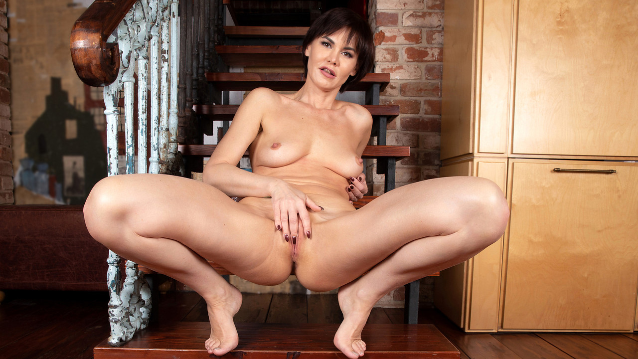 Anilos - Brunette Beauty