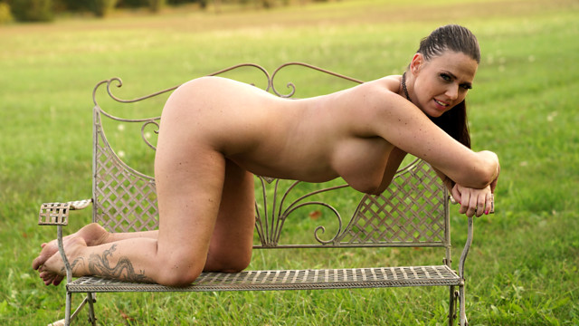 Pussy In The Park - Anilos.com