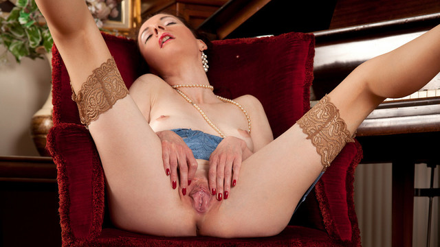 Mature And Horny - Anilos.com