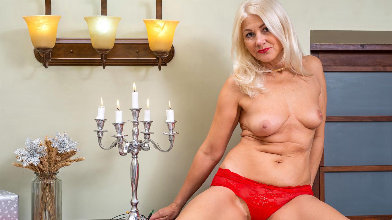 Anilos.com - Sylvie: Naughty And Nice