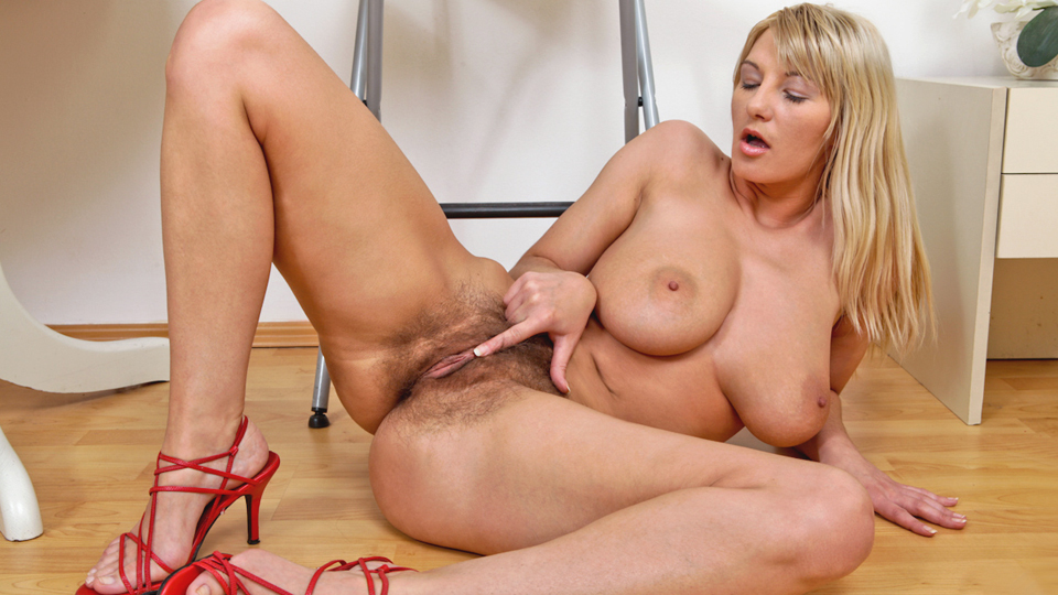 Very sexy blonde milf videos orn